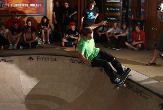 5-0 skateboard - cracow bowl