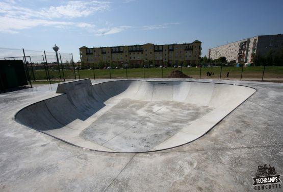 Betonowy skatepark w miejscowości Wolsztyn