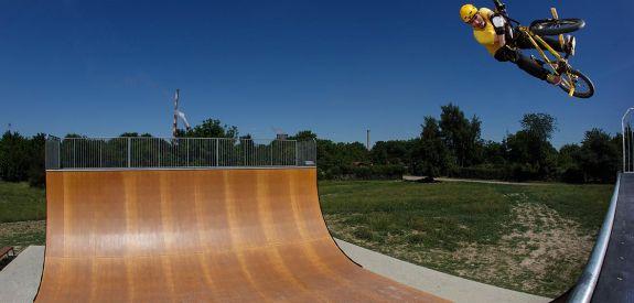 BMX sur la rampe