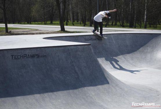 33/5000 Cavalier au skatepark - Oświęcim