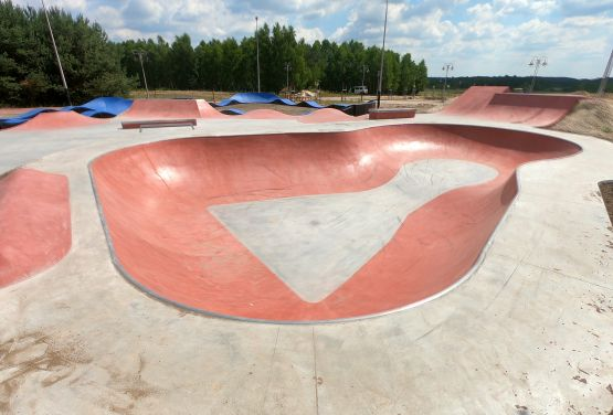 Red bowl - skatepark in Sławno