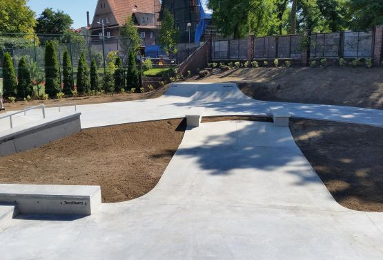 Obstacles concrets dans le skatepark