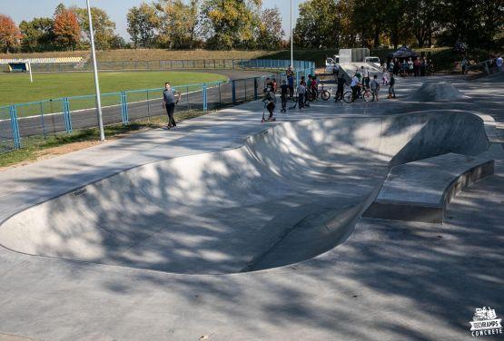 Concrete bowl in skatepark