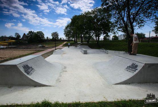 Concrete skatepark - Stopnica