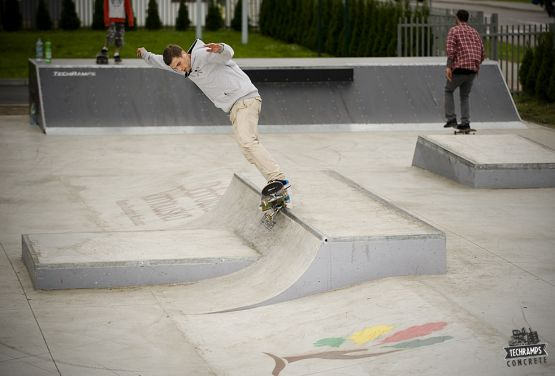 Beton mini quarter pipe - skatepark Dąbrowa Tarnowska