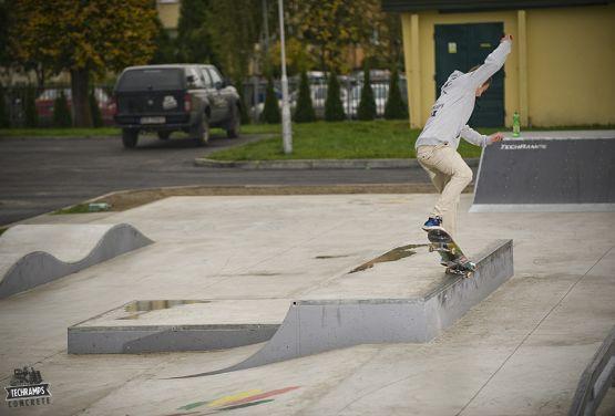 Obstacles en béton à Dąbrowa Tarnowska - skatepark
