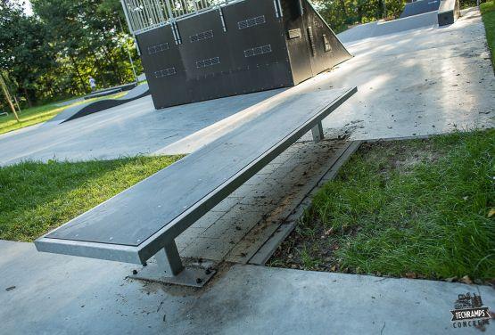 Skatepark w Rabce Zdroju - widok na przeszkodę