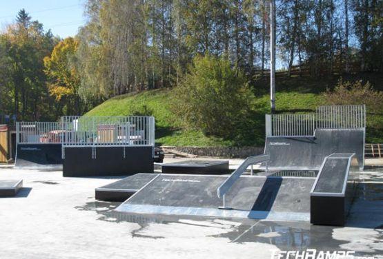 Elemente des Skateparks in Świeradów-Zdrój in Polen
