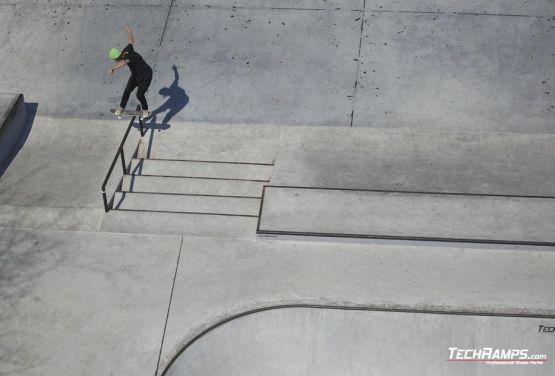 Fronstide boardslide - skater