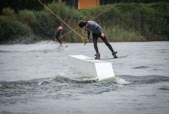 Boardslide in wakepark Belgien