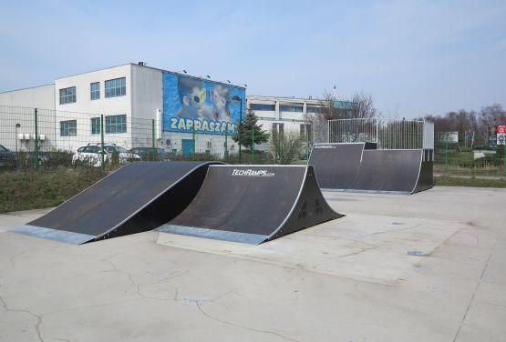 Funbox and quarter pipe in skatepark in Tarnowskie Góry - side view (Poland)