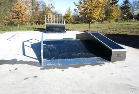 Funbox with rail and wall