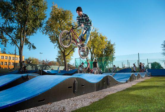 Skok na rowerze - Pumptrack w Grodzisku Mazowieckim