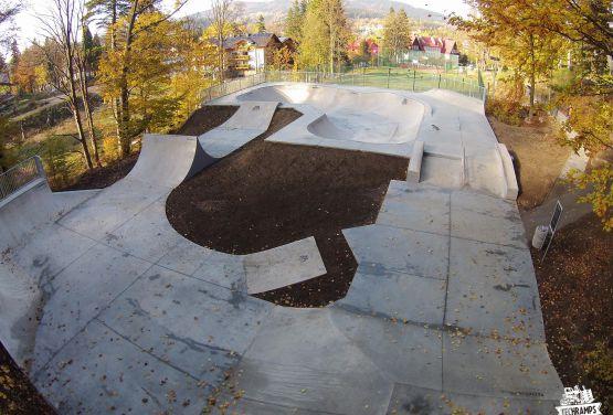Beton skatepark in Szklarska Poręba in Polen