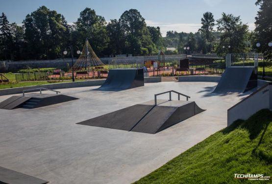 Skatepark Wąchock - concreto y metal