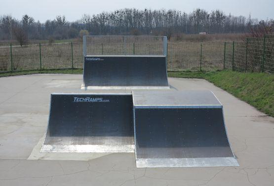 Modułowe elementy w skateparku w Tarnowskich Górach (ślaskie)
