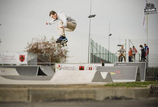 Betonowa fala_przeszkoda Skatepark Dąbrowa Tarnowska