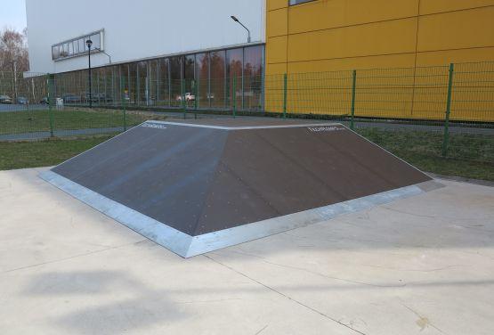 Piramida w skateparku w Tarnowskich Górach (śląskie)