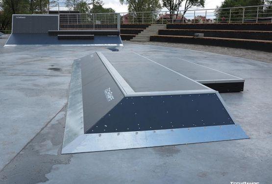 Przeszkoda w modułowym skateparku w Piszu