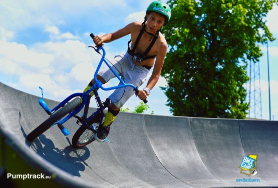 Pumptrack na obozie BmxCamp