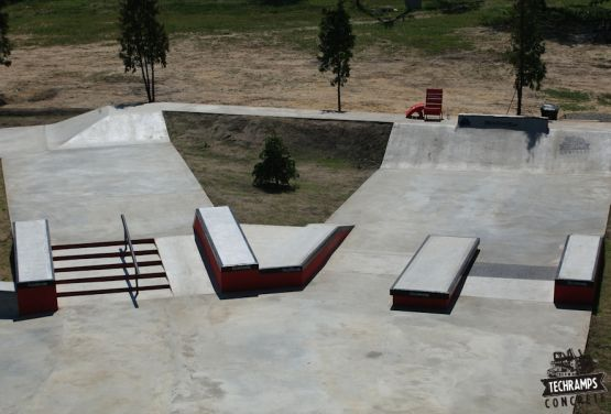 Przysucha - concrete skatepark - woodcamp