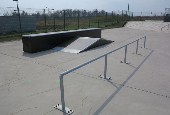 Rail and funbox - Tarnowskie Góry skatepark (Poland)