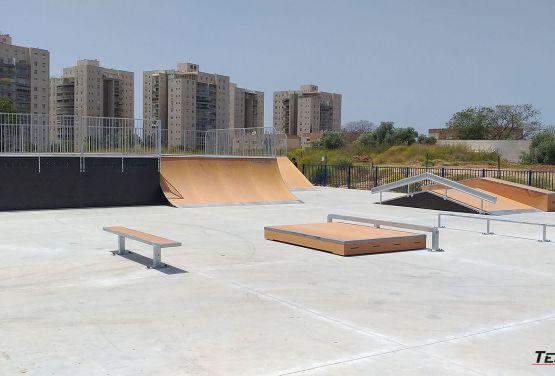 Modułowe przeszkody na skateparku w Ramli
