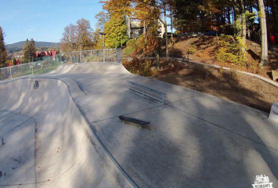 Szklarska Poręba in Polen -beton skatepark