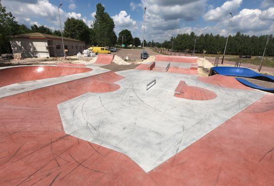 Skatepark betonowy - Sławnie  - woj. łódzkie