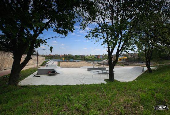 Skatepark de hormigón - Stopnica