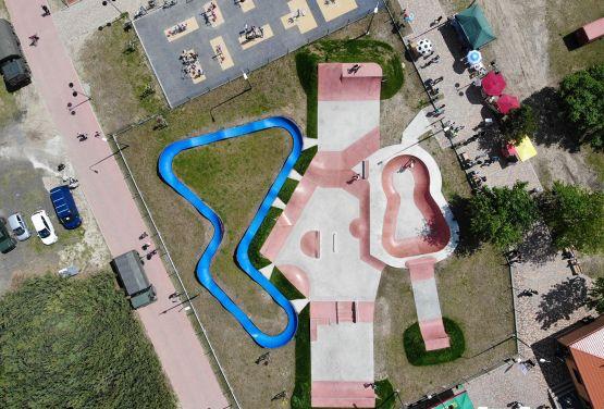 Vista desde drone DJI - skatepark y pumptrack Sławno