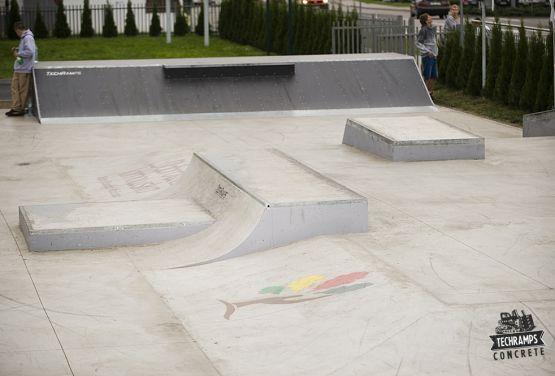 Hybride - skatepark dans deux technologies