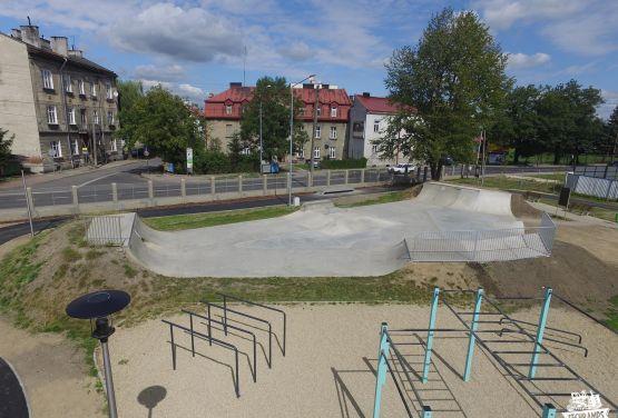skatepark en béton dans l'industrie - expansion