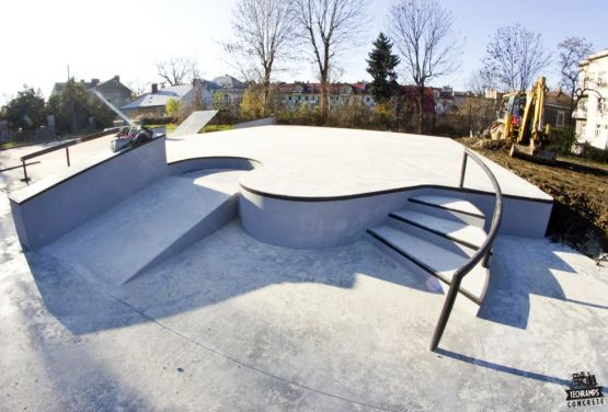 Skatepark en béton à Tarnów