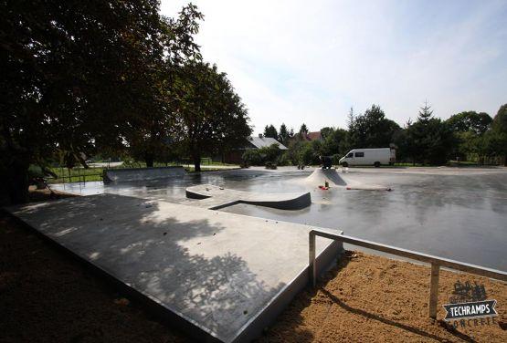 Skatepark Komarówka - Polonia