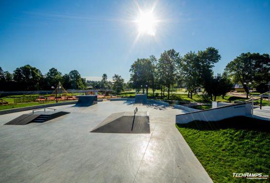 Metal y concreto skatepark Wąchock