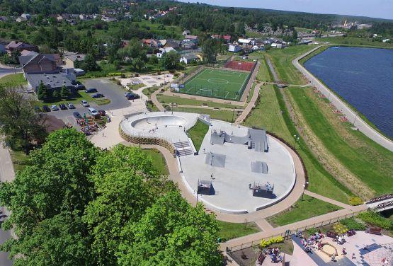 Concreto skatepark en Wąchock (Polonia)