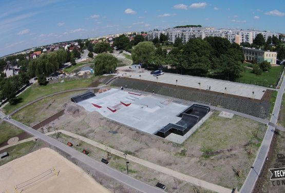 Skatepark de hormigón - Busko-Zdrój