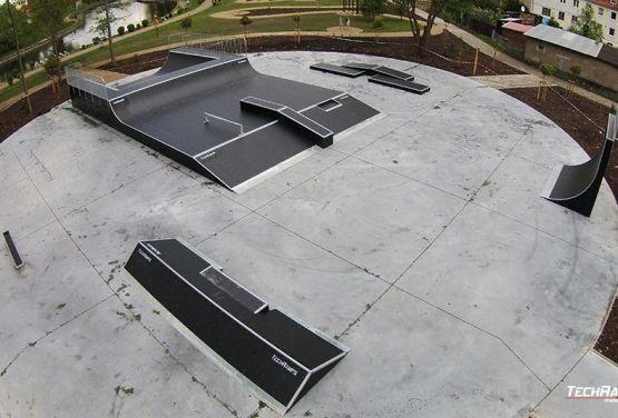 Widok na skatepark w Piszu