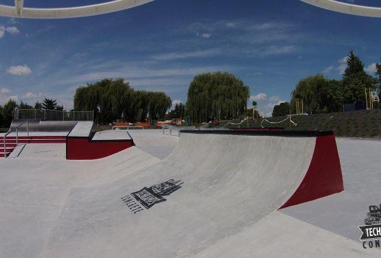 Monolithe du skatepark de Busko-Zdrój