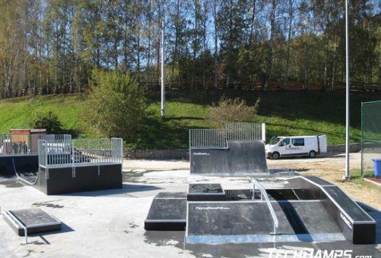 Skatepark o betonowym podłożu w Świeradowie