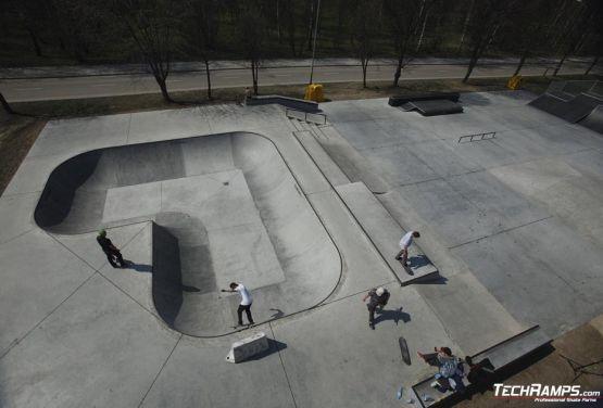 Skatepark en béton à Oświęcim
