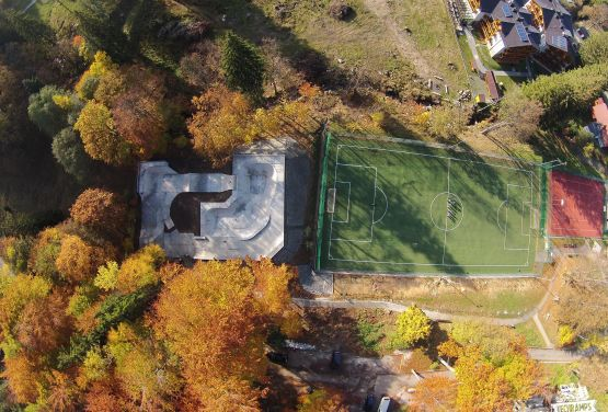 Skatepark -Blick von der Drohne - Szklarska Poręba - Polen
