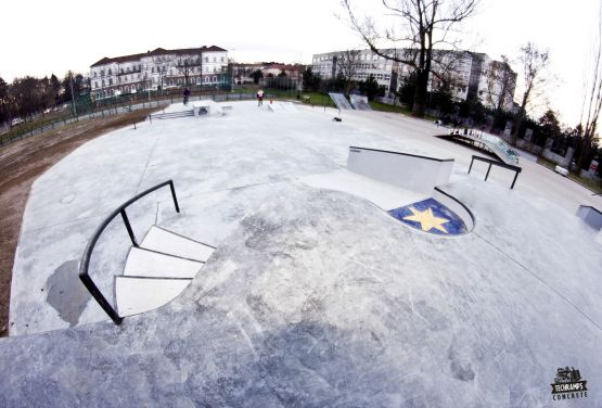 Tarnów - Skatepark en béton