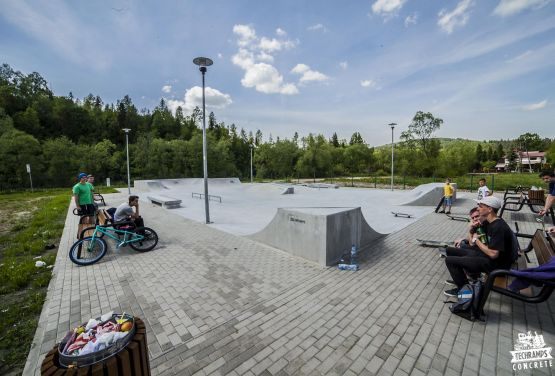 light concrete Milowka skatepark