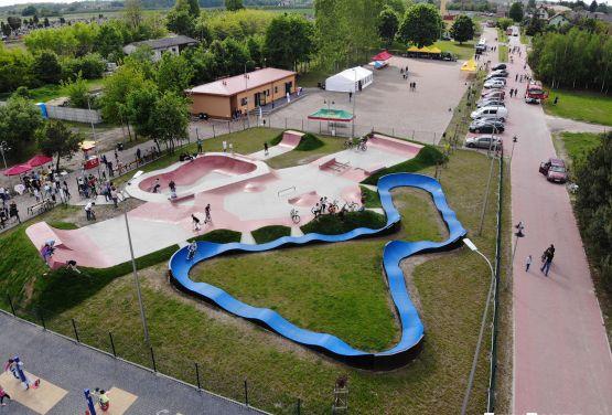 Pumptrack in der Nähe des Skateparks in Sławno