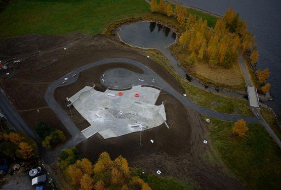 Skatepark w Lillehammer w Norwegii - zdjęcie z drona