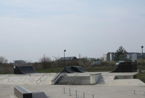 Skatepark w Tarnowskich Górach (śląskie) - widok z boku