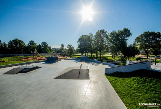 Skatepark metalowo- betonowy Wąchock