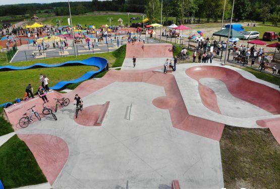 Skatepark de hormigón en Sławno